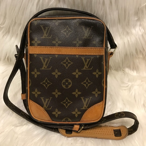 a6d1ba4559dc2 Louis Vuitton Handbags - Authentic Louis Vuitton Danube PM